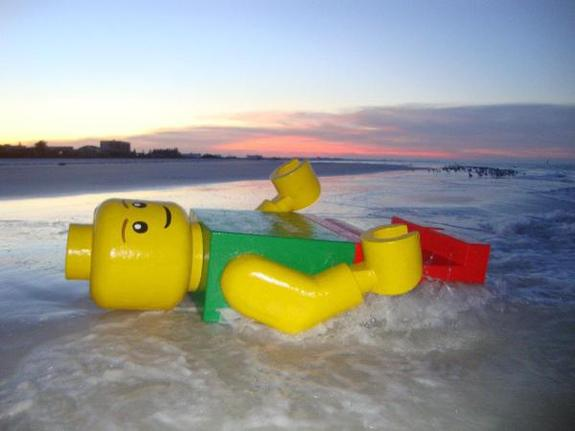 Giant Lego Man - Pic 2